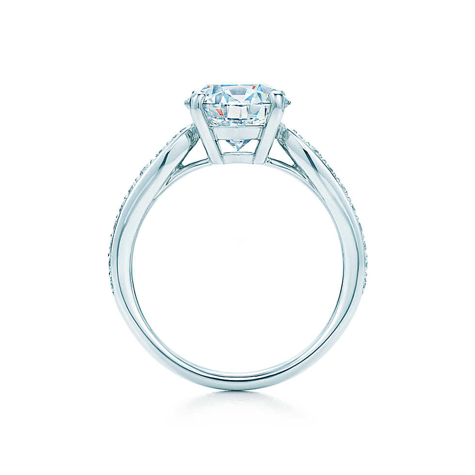 Engagement rings round cut solitaire
